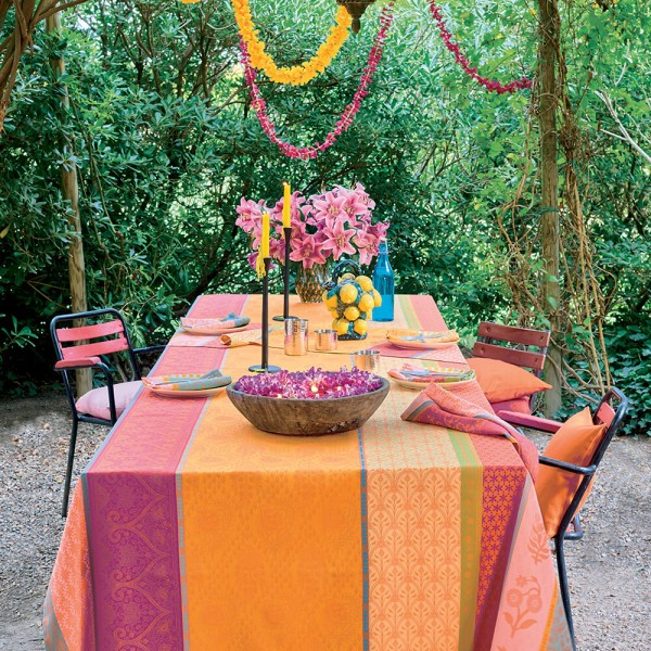Pflegeleichte Tischdecke Mille Saris