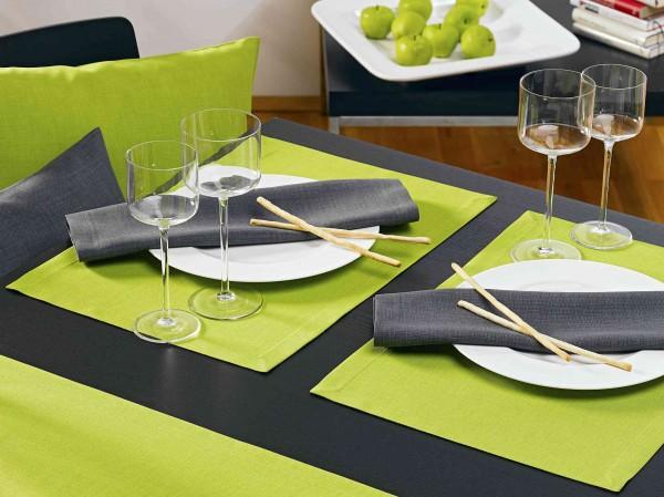Fleckgeschützte Tischsets Love