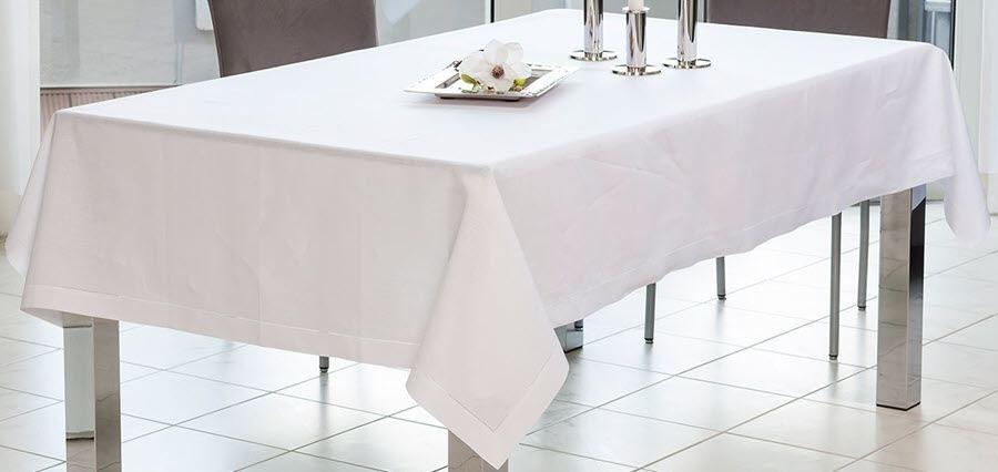 Weiße Tischdecken aus Baumwolle und Leinen