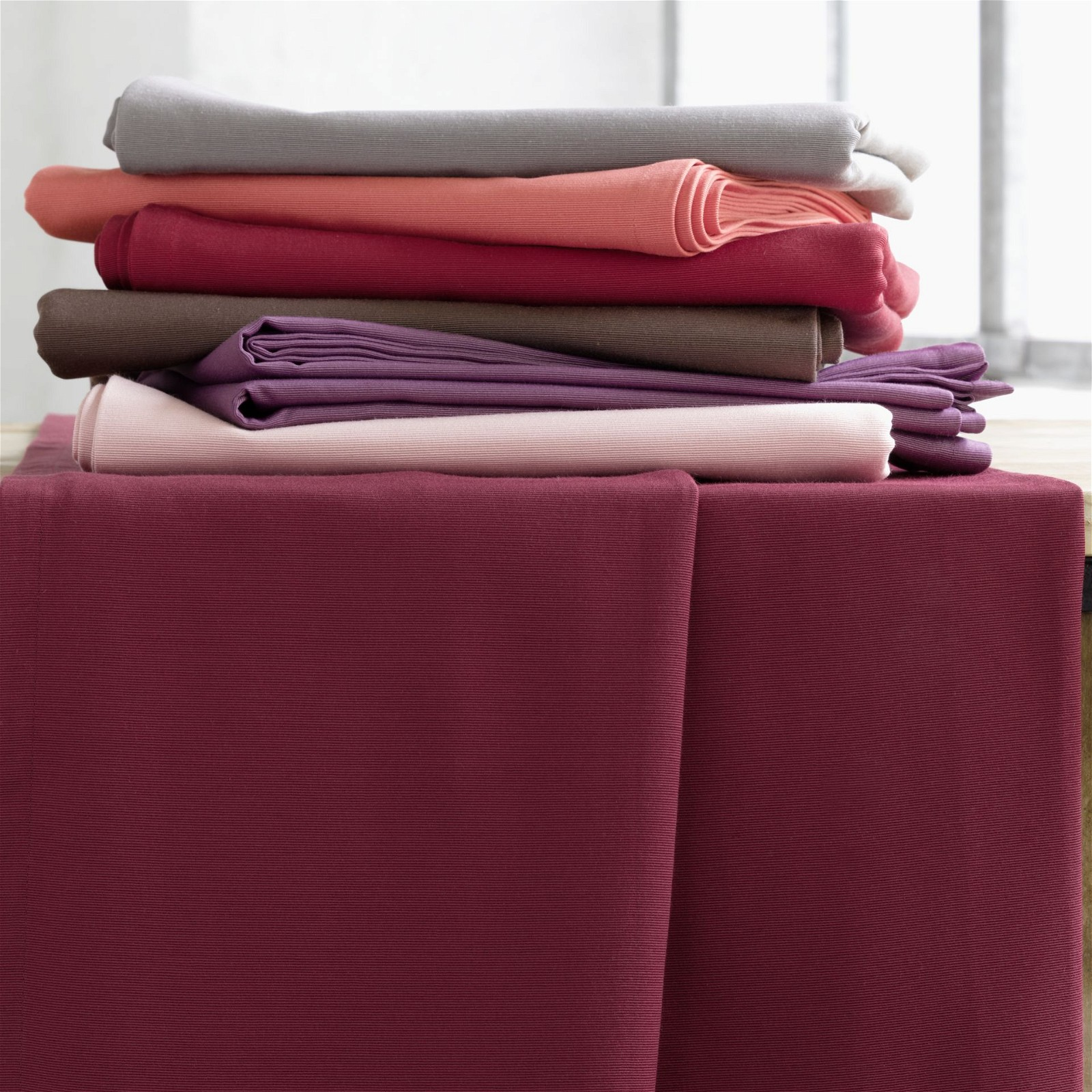 gala moderne tischdecken und tischl ufer. Black Bedroom Furniture Sets. Home Design Ideas